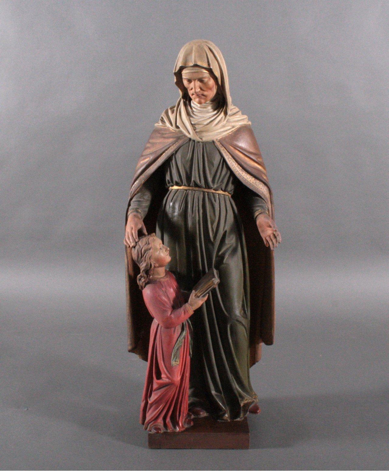 Große Holzskulptur 'Ordensschwester mit Kind'