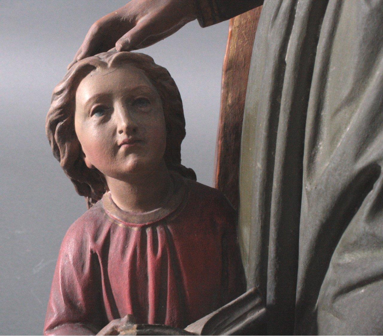 Große Holzskulptur 'Ordensschwester mit Kind'-4