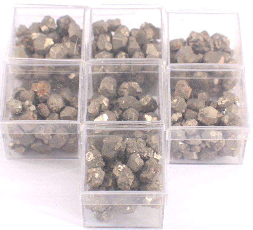 7 Döschen mit Pyrit-Kristallen