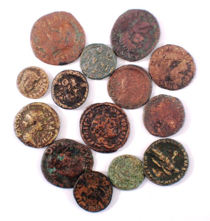 14 antike römische Bronzemünzen,