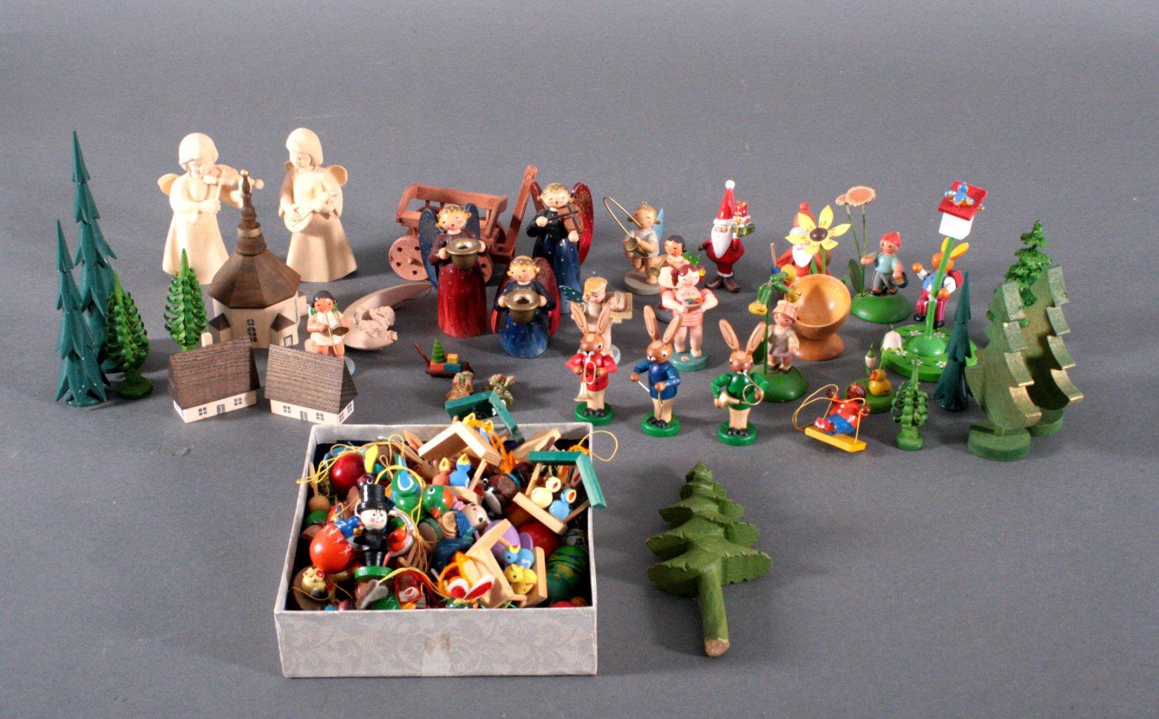 Konvolut Holzfiguren und Zubehör