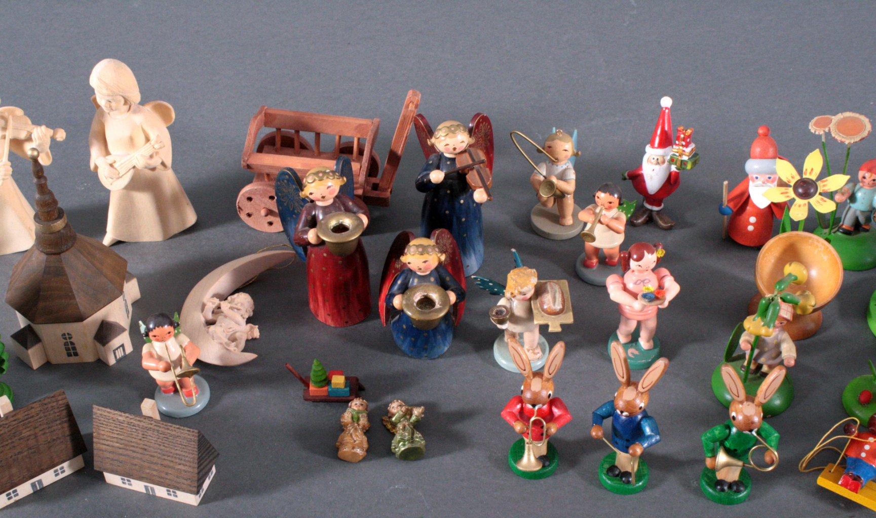 Konvolut Holzfiguren und Zubehör-1