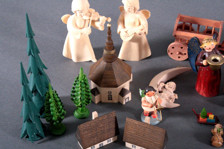 Konvolut Holzfiguren und Zubehör-2