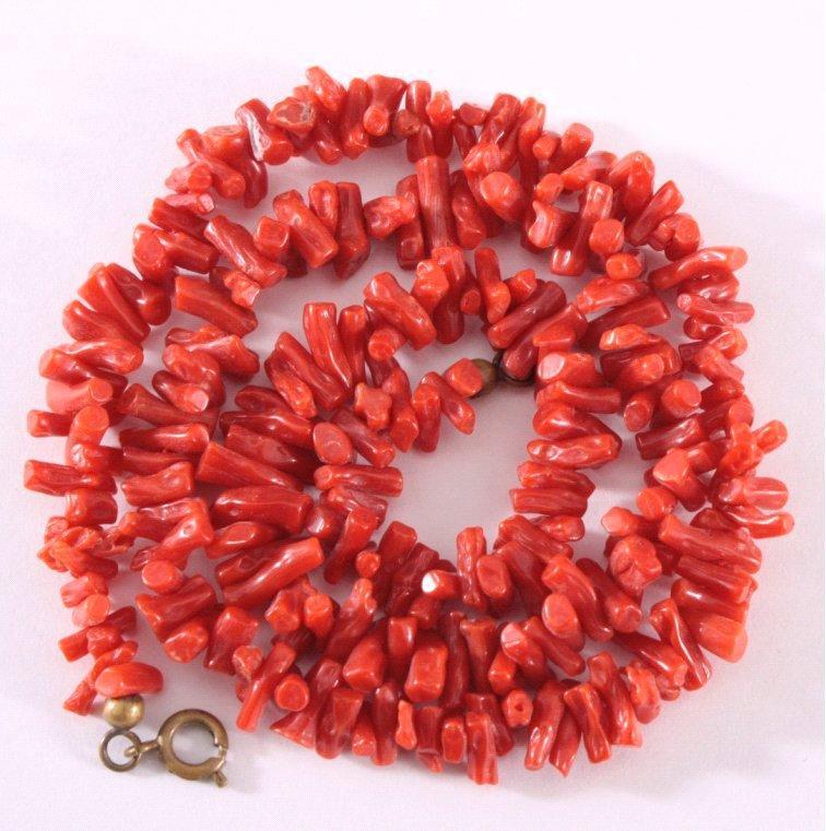 Antike Halskette aus roter Koralle