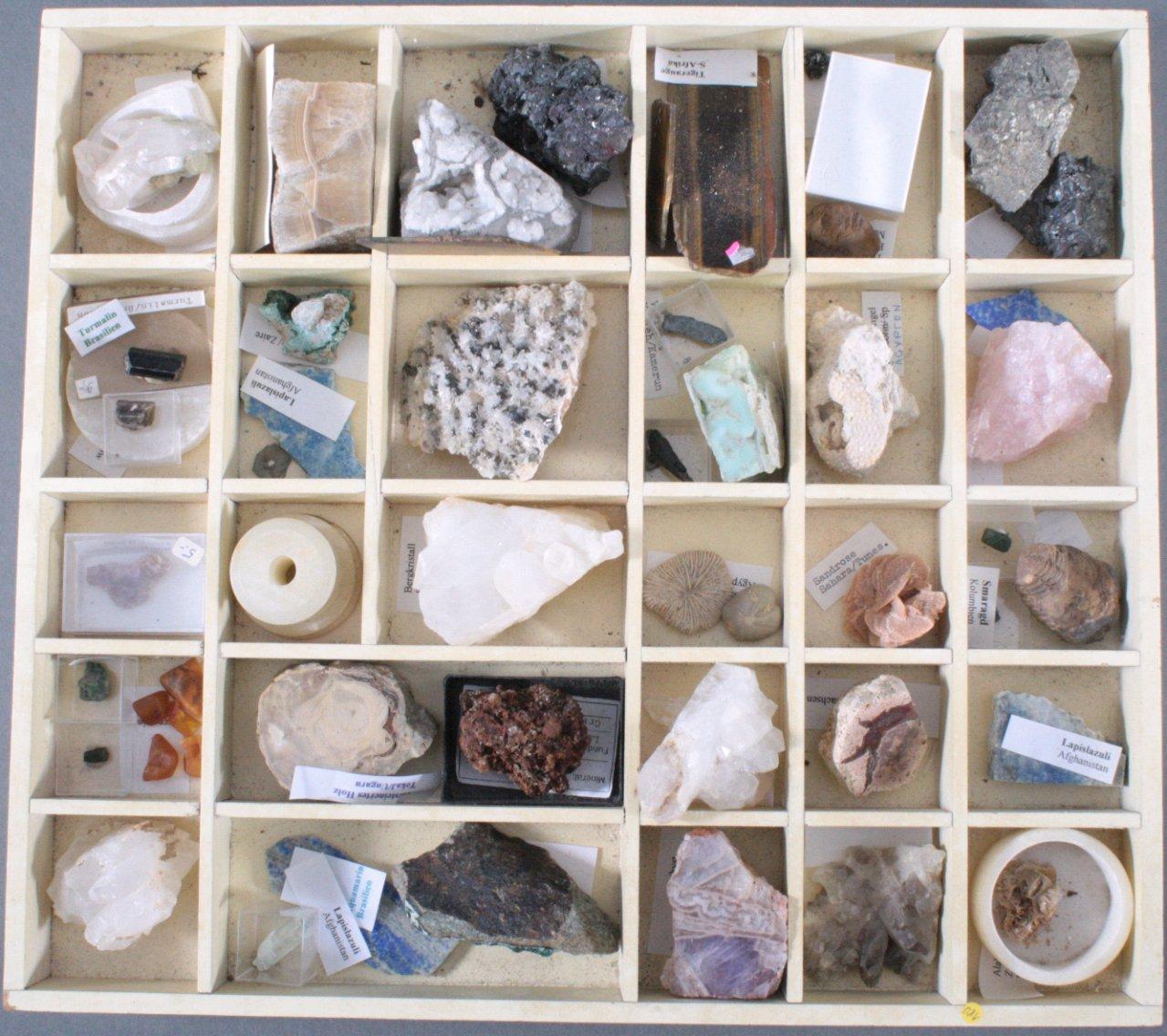 Mineraliensammlung im Setzkasten