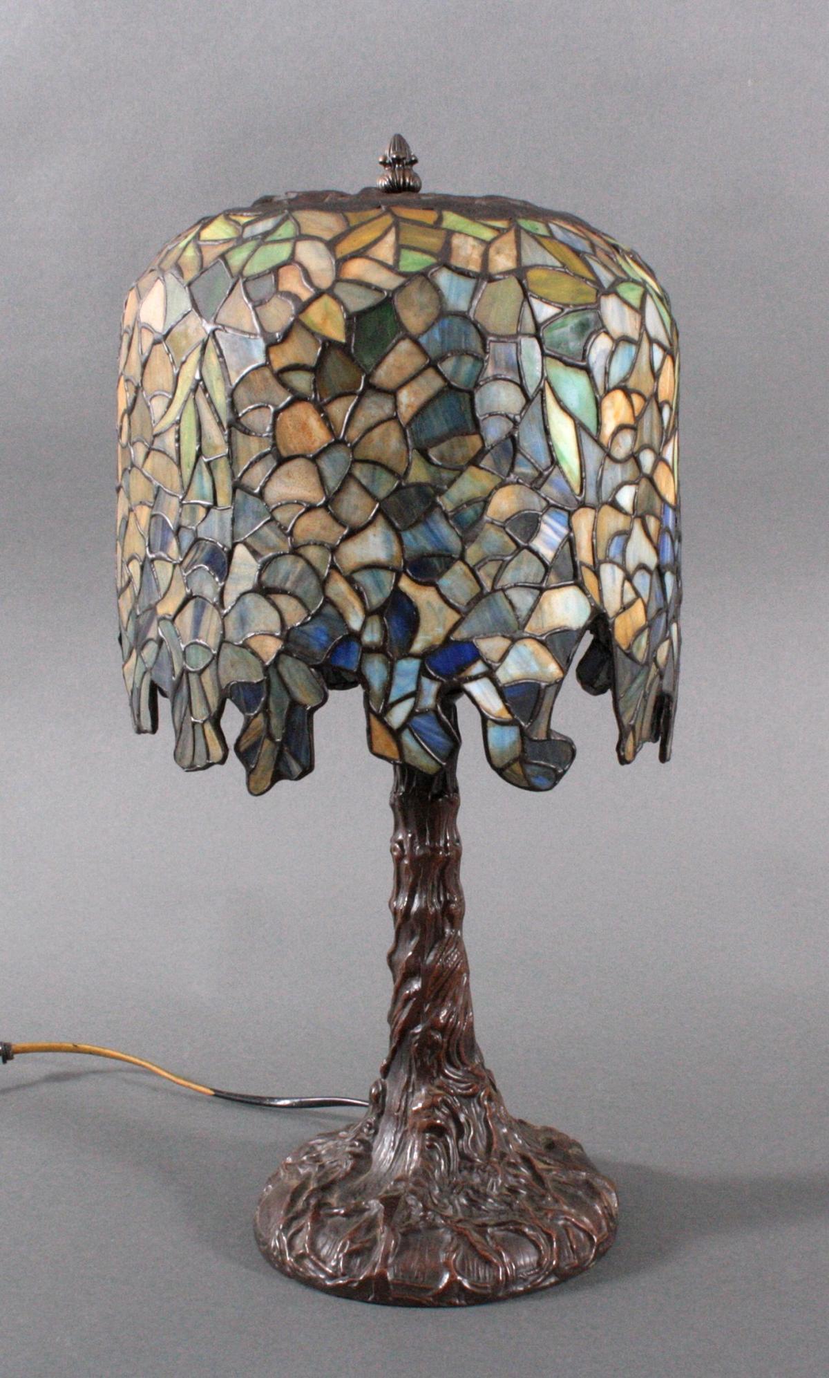 Jugendstil Tischlampe im Tiffany-Stil