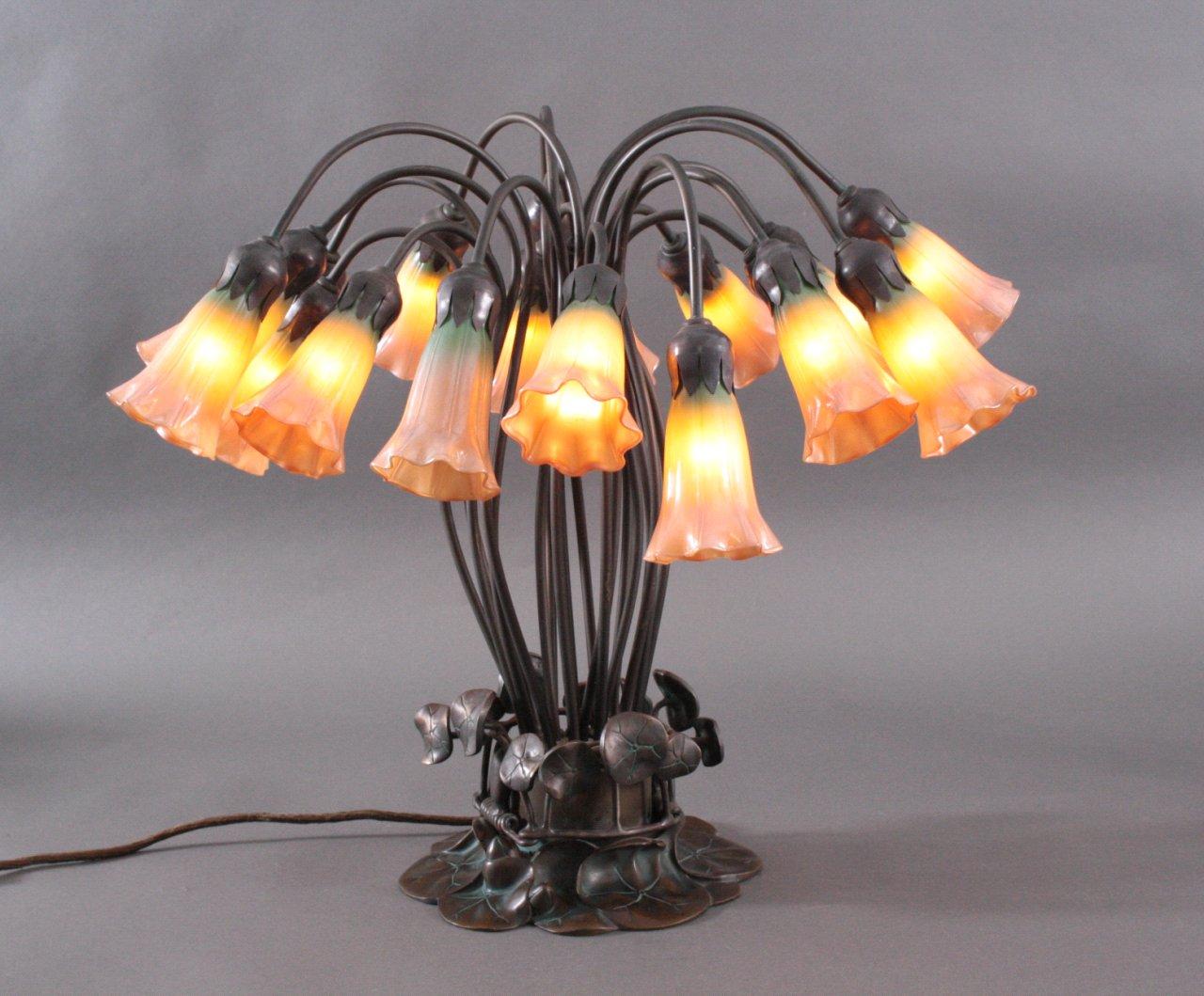 Tischlampe im Tiffany Stil, 18-flammig