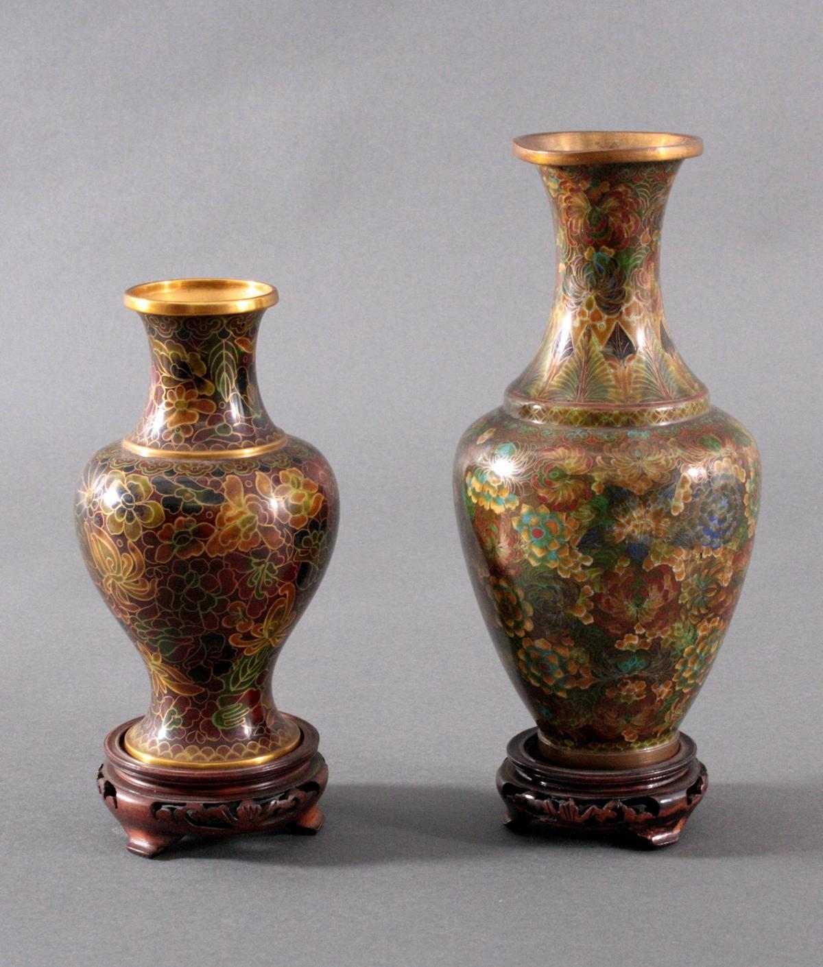 Zwei Cloisonné-Vasen
