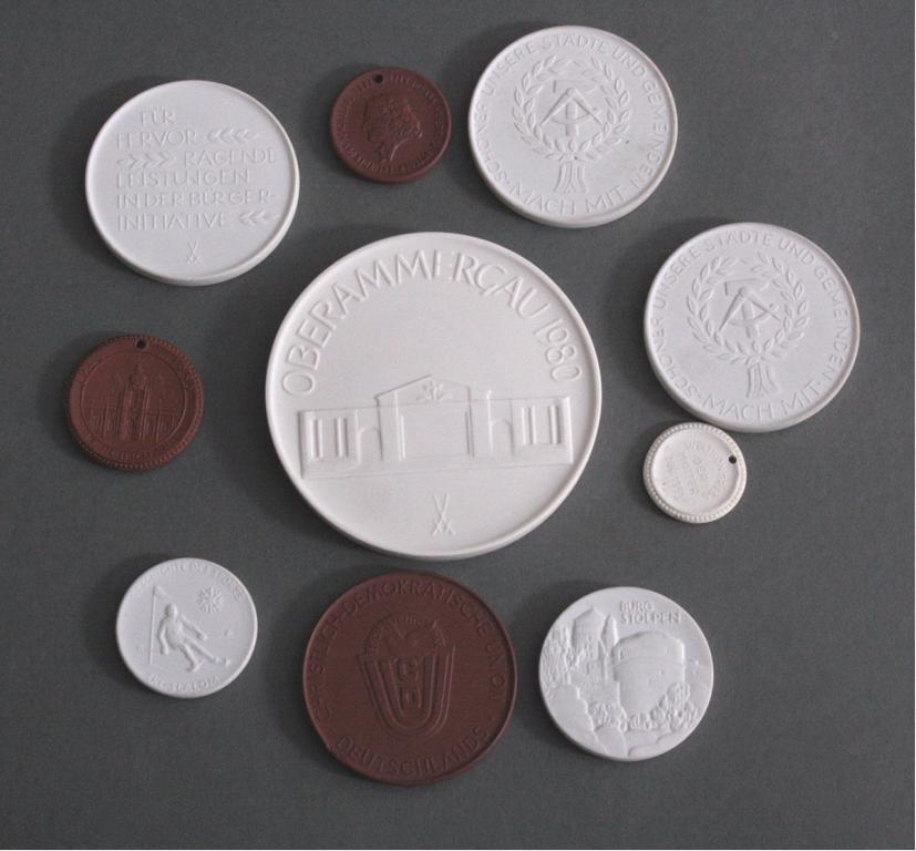 9 Meissen Porzellan-Medaillen