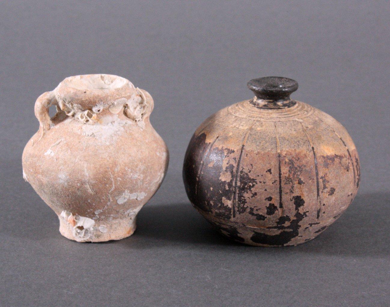 2 Kleine Vorratsgefäße, Angkor-Periode 12./13. Jh.