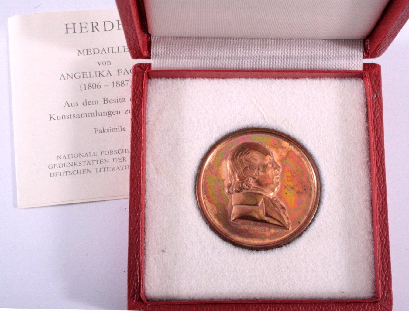 Bronze Medaille von Angelika Facius, Replik, Herder
