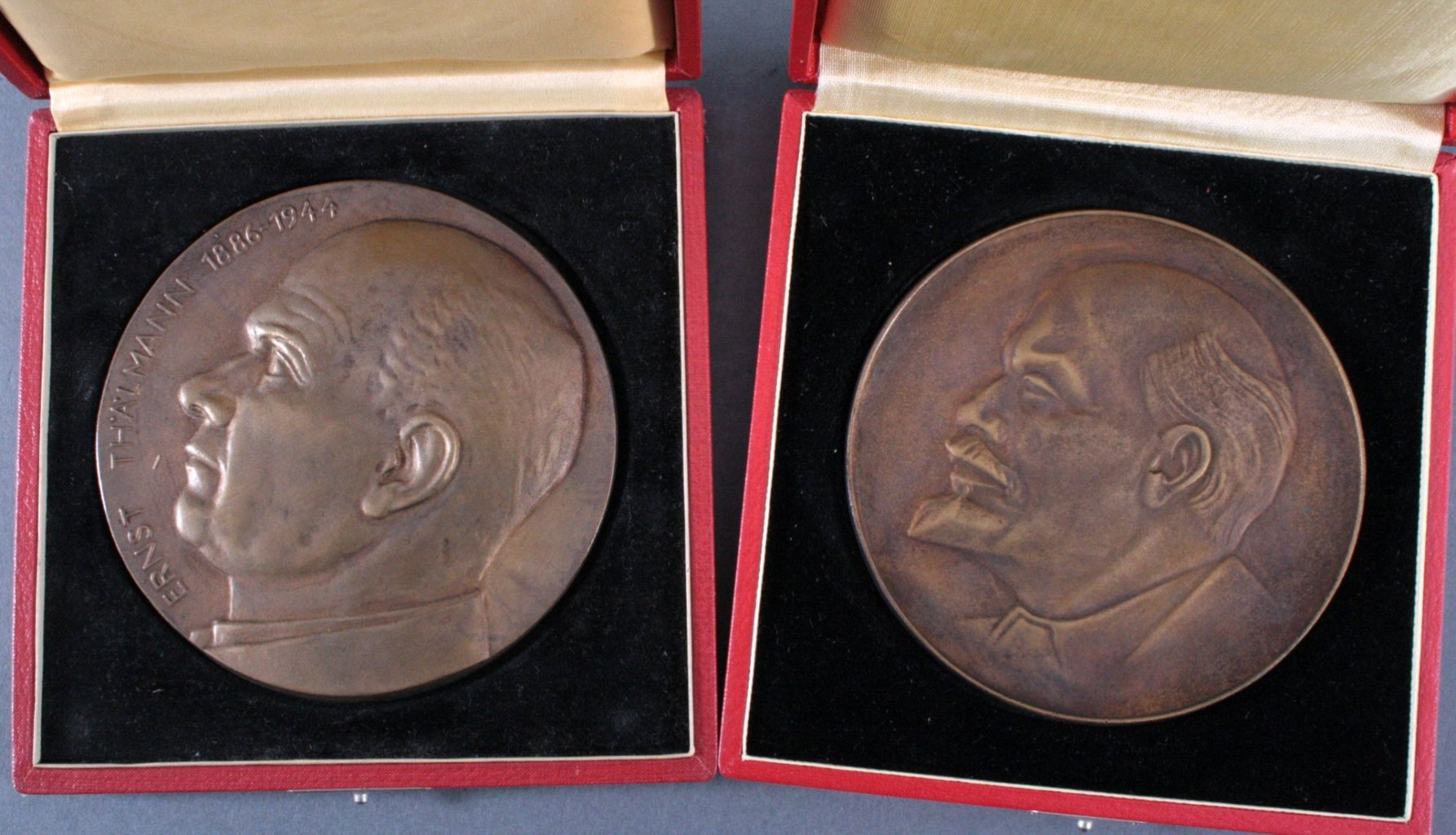 2 große Bronze Medaillen, Lenin u. Thälmann