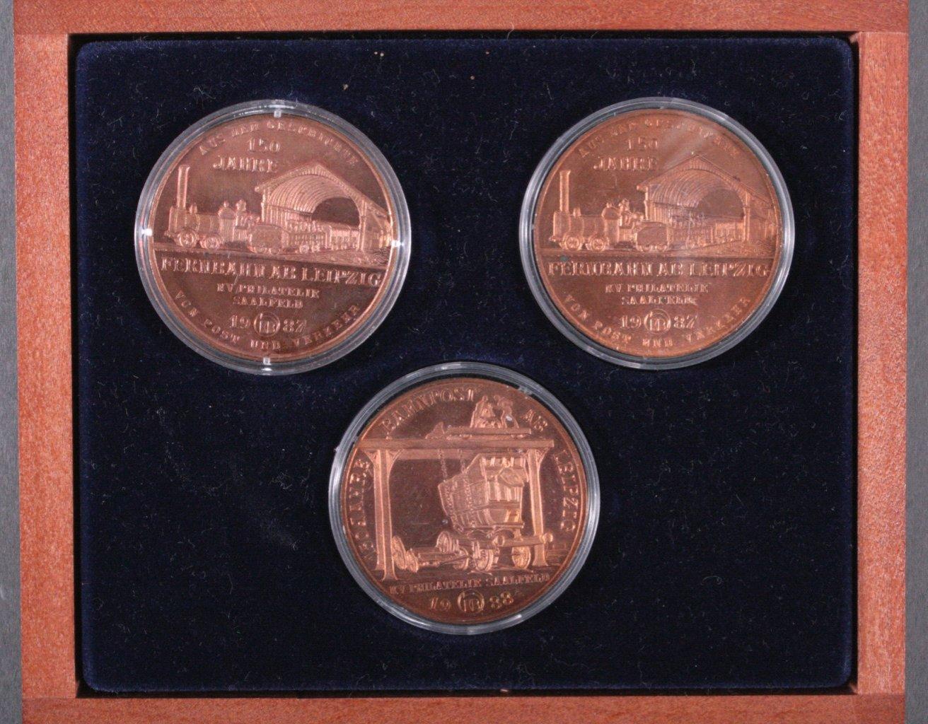 3 Medaillen DDR, 150 Jahre Bahnpost ab Leipzig-1