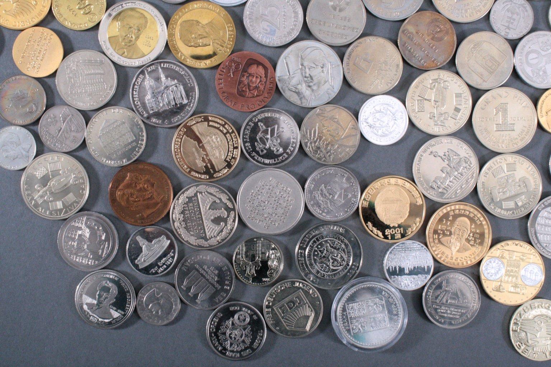 100 Medaillen und Münzen-4