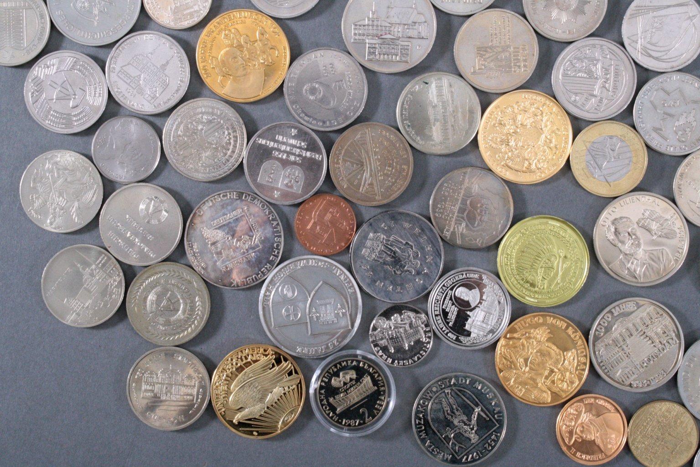 100 Medaillen und Münzen-2