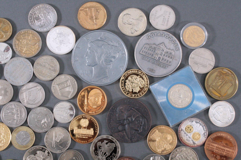 100 Medaillen und Münzen-3