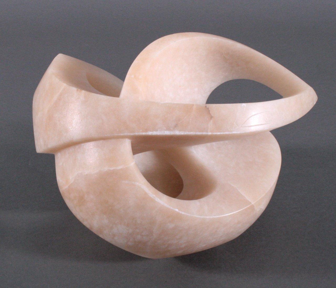"""Jonas Balena 1953. Alabasterskulptur """"Schlingungen"""" von 1988"""