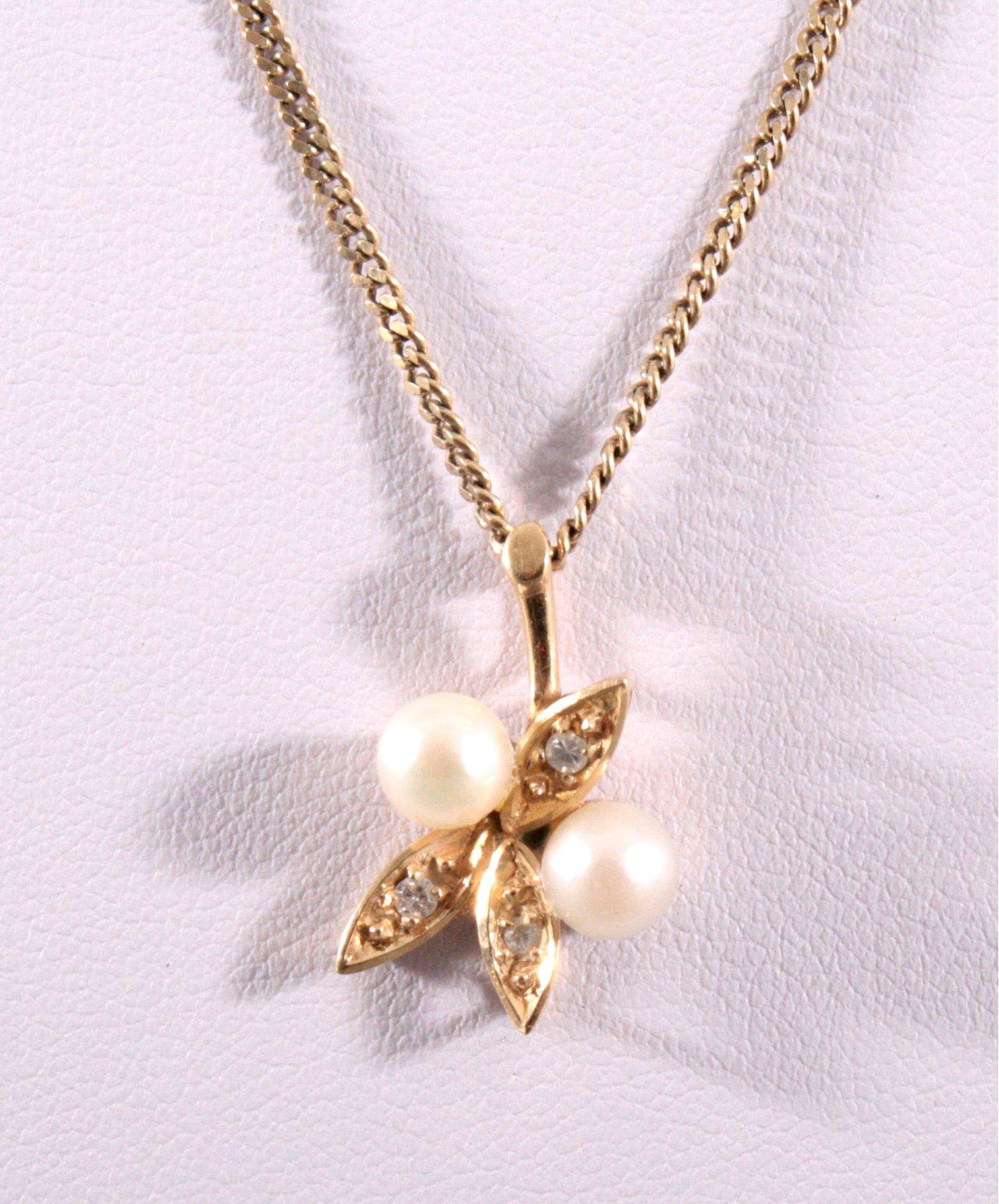 Halskette und Anhänger mit Perlen und Brillanten-1