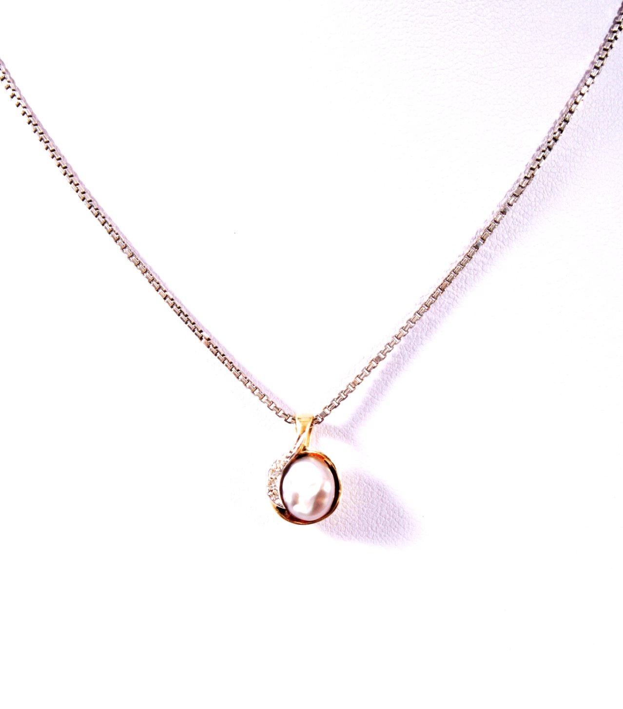 Halskette und Anhänger mit Perlen und Brillanten