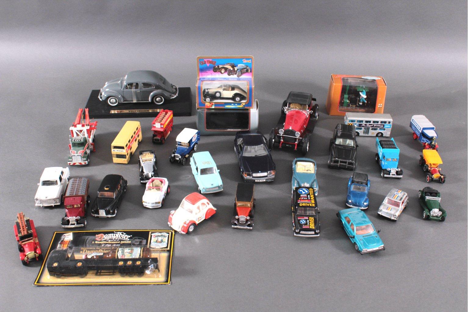 Sammlung Modell- und Spielzeugautos