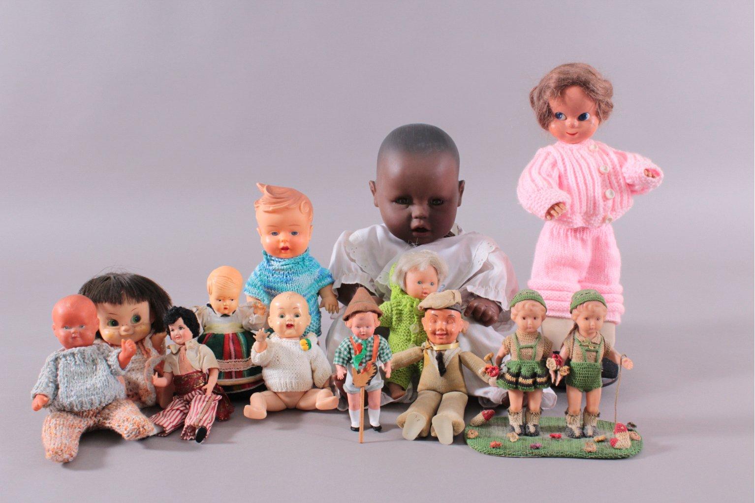 13 Puppen