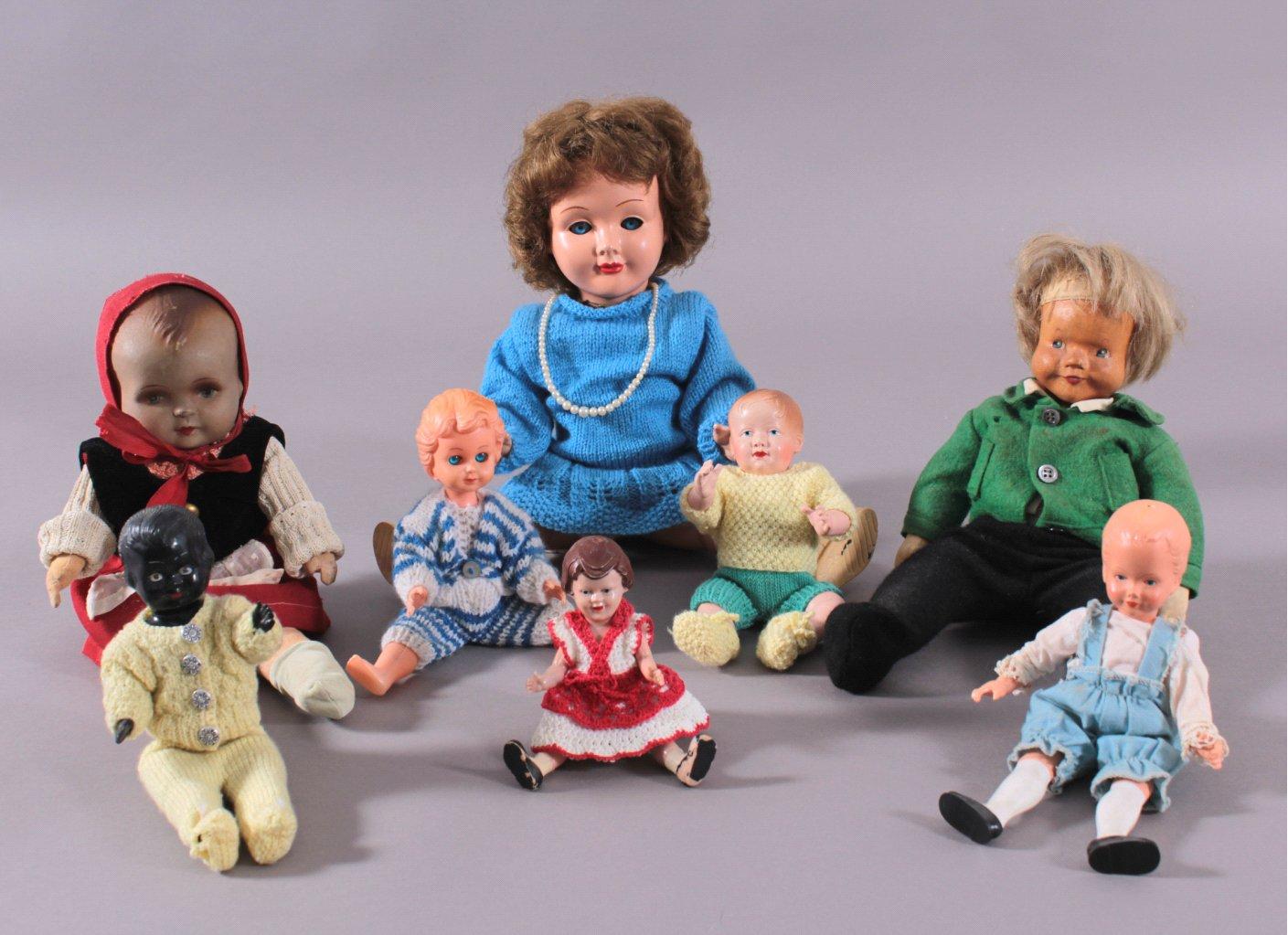8 Puppen