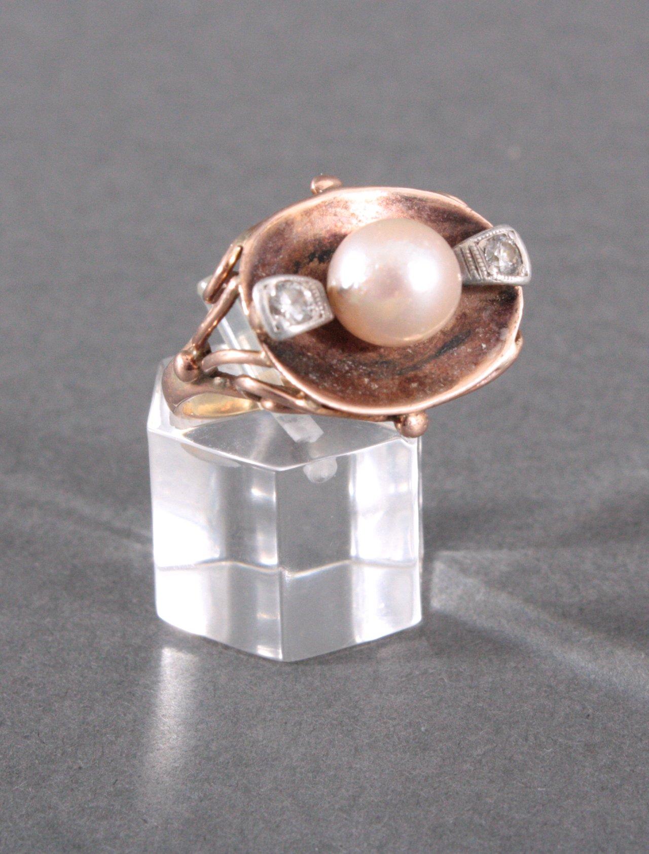 Damenring mit Perle und 2 Diamanten