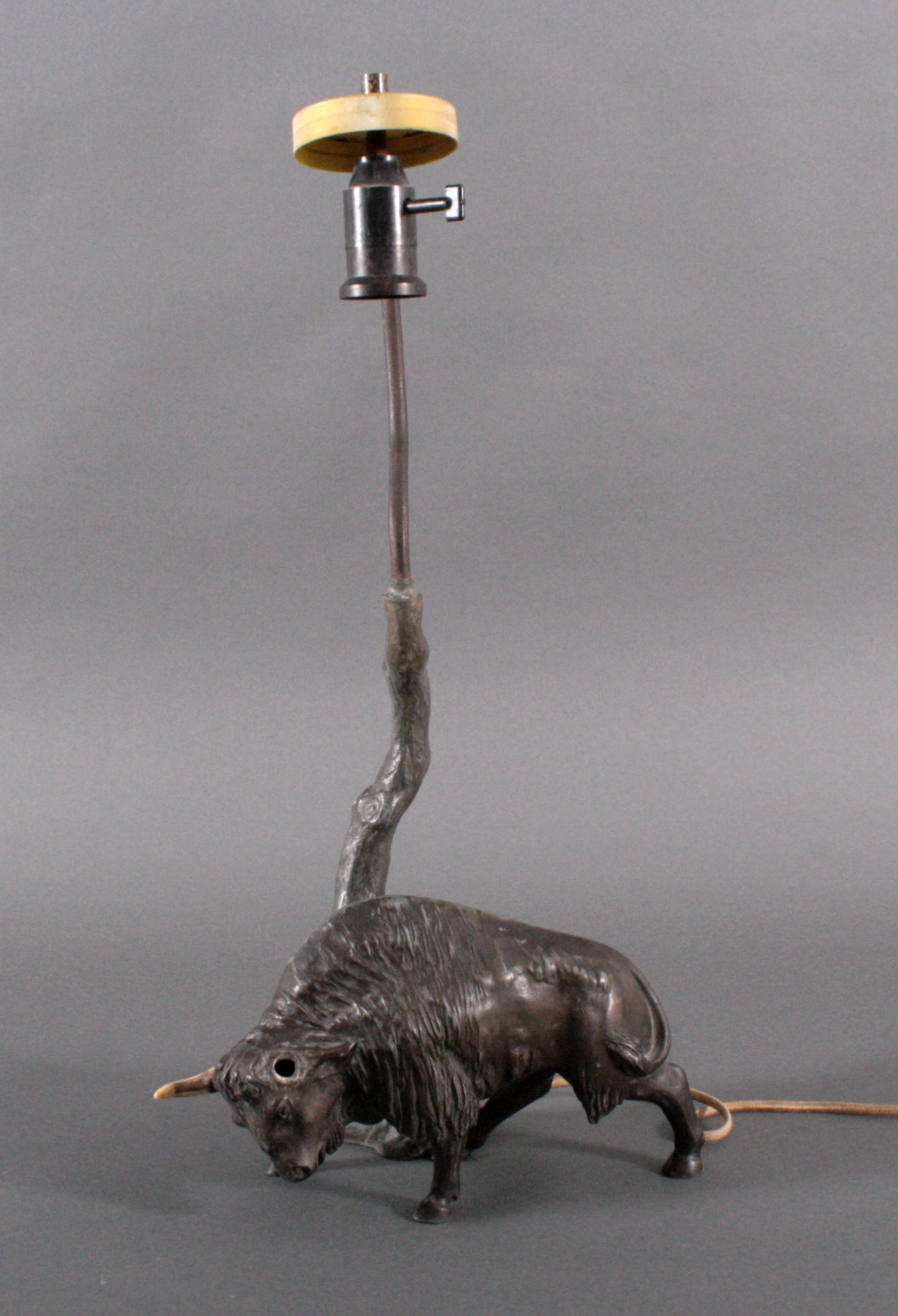 Figürliche Tischlampe um 1900, Wasserbüffel