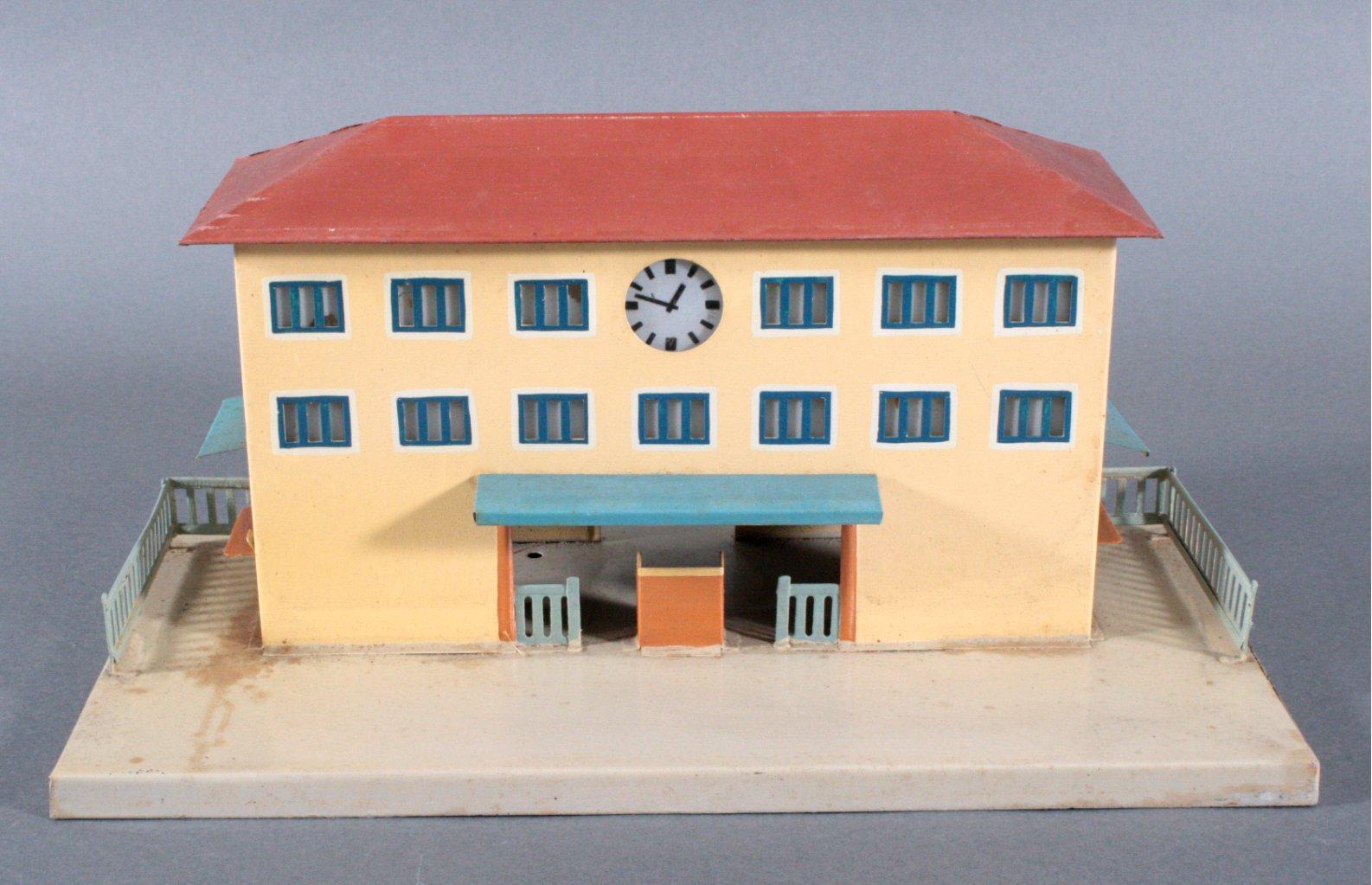 Märklin Bahnhof, Spur 0, handlackiert