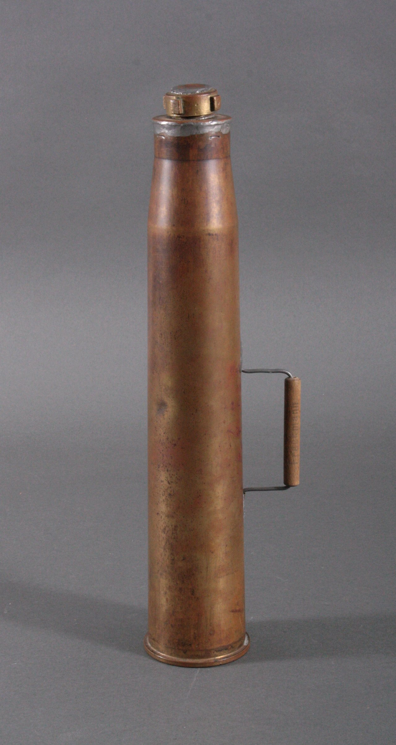Umfunktionierte 57mm Messing Geschosshülse