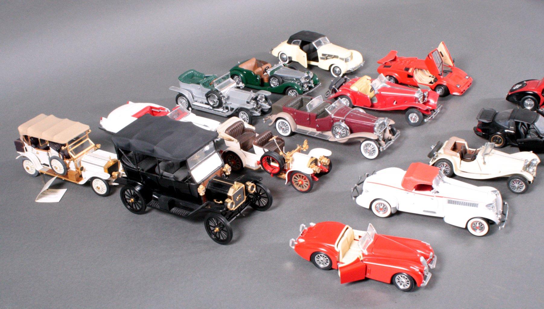 Sammlung Modellautos 1:24-1