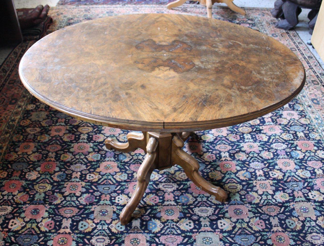 Ovaler Gründerzeit Tisch