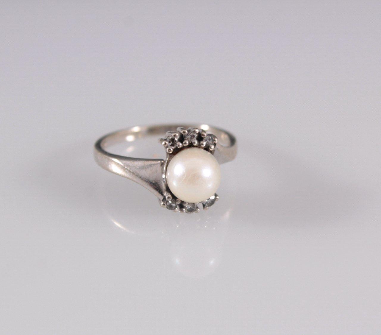 Damenring mit Perle und Brillanten