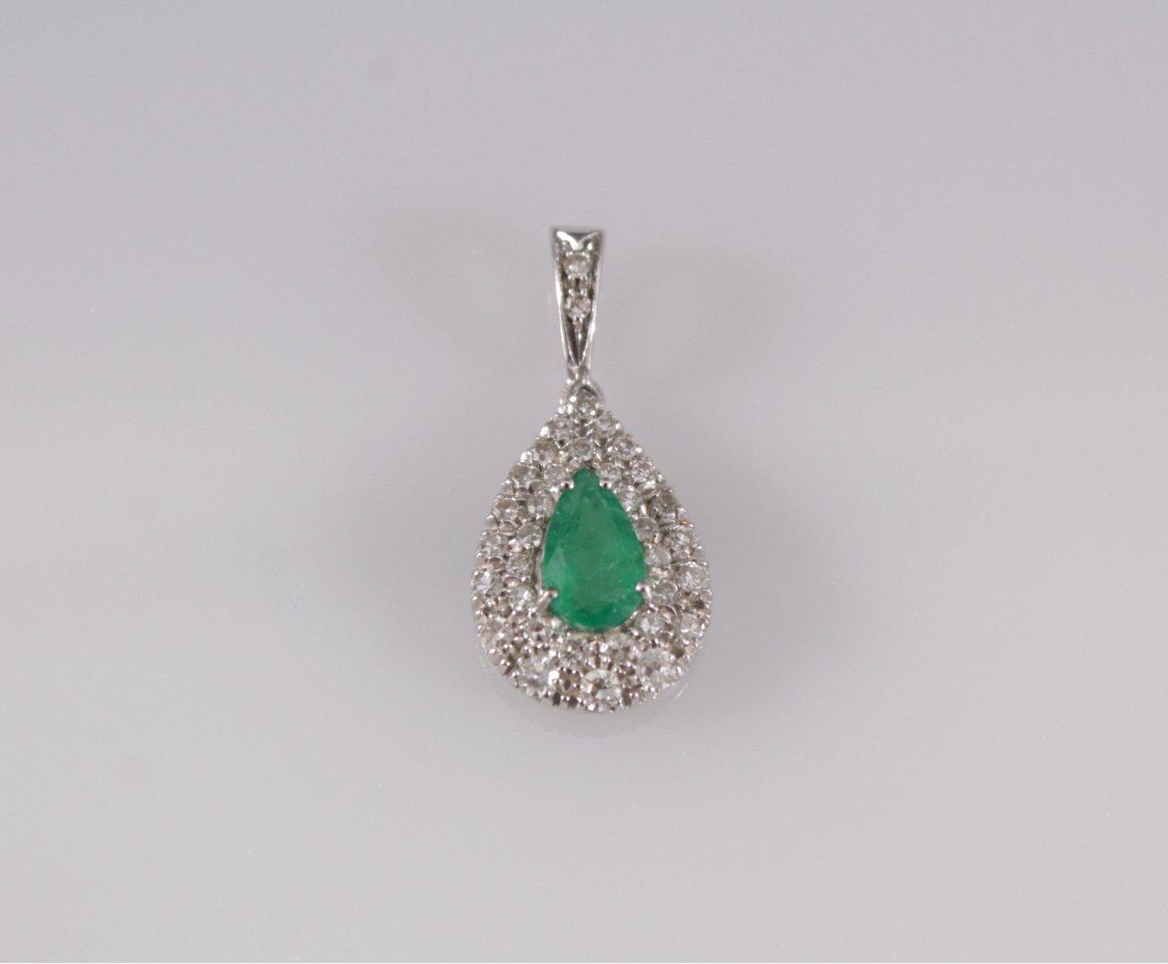 Anhänger in Tropfenform mit Smaragd und Diamanten
