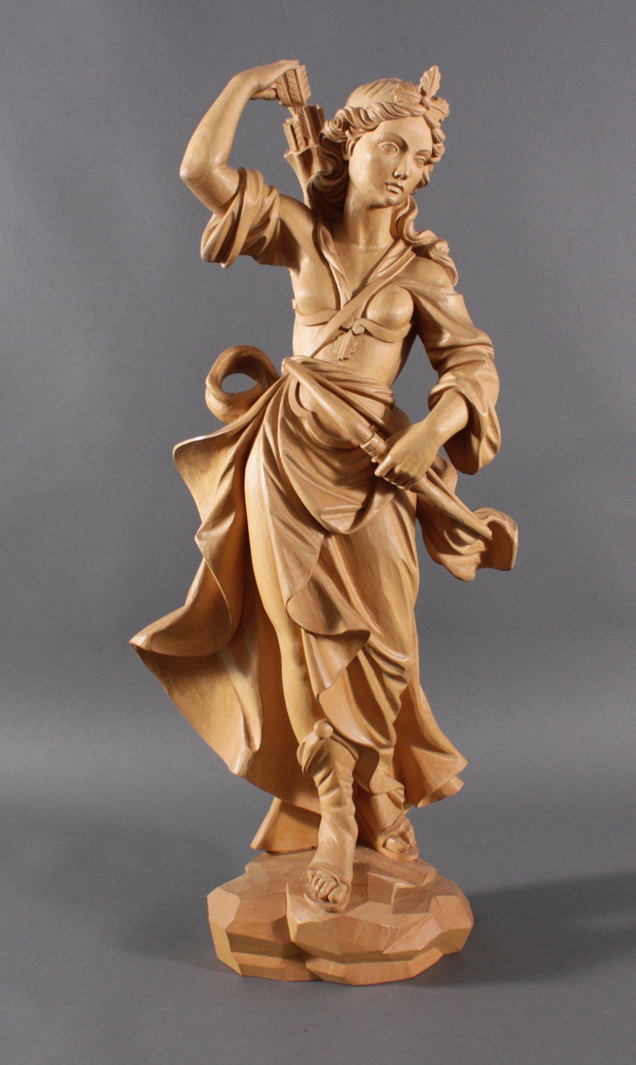 Große Holz-Skulptur, Artemis mit Pfeil und Bogen