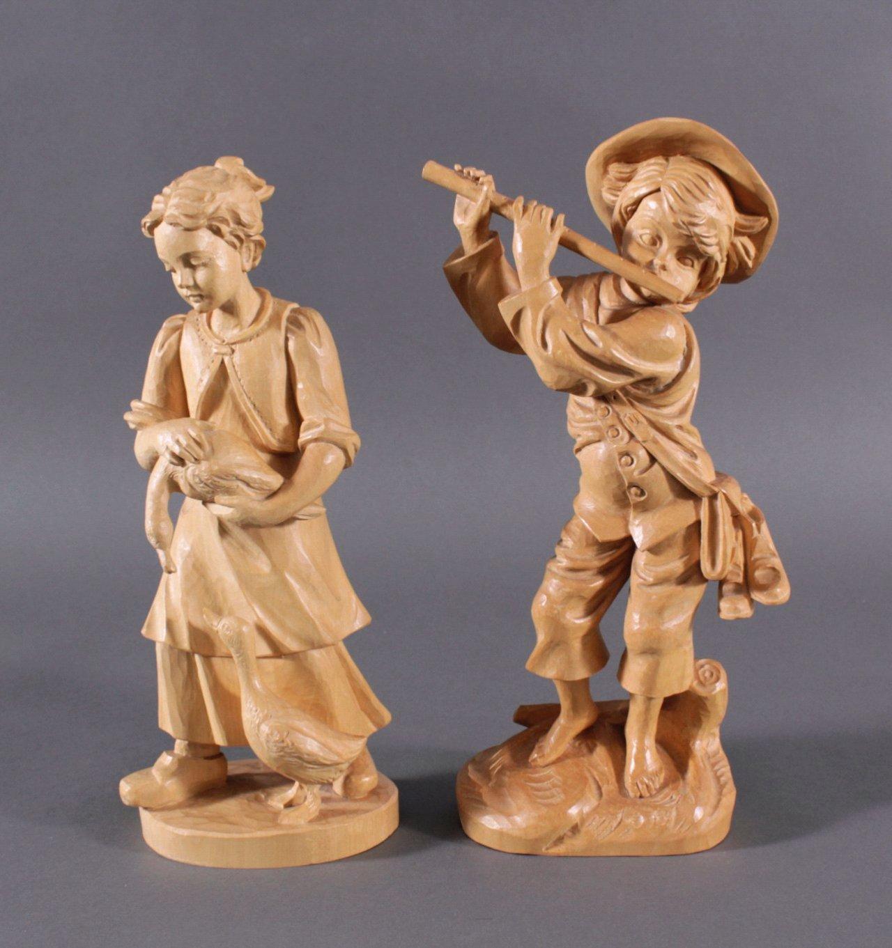 2 Holz-Skulpturen, Flötenspieler und Gänseliesel