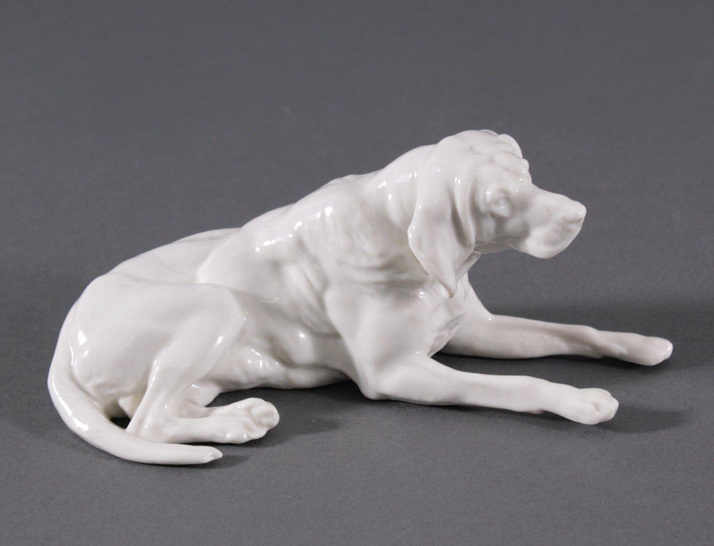 Liegender Hund, Nymphenburg 1. Hälfte 20 Jh.