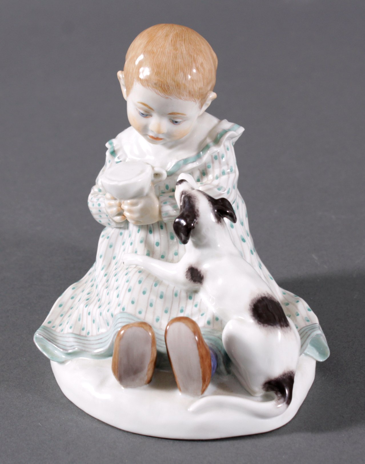 Meissen Figur, Kind mit Hund. Entwurf Paul Rumrich-1