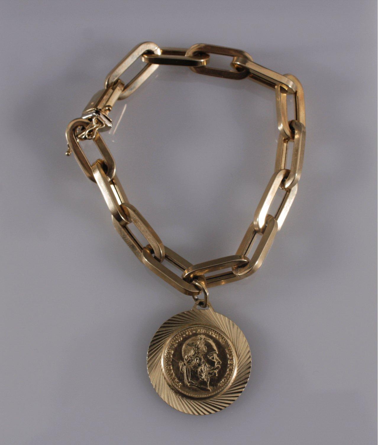 Damenarmband mit Münzanhänger