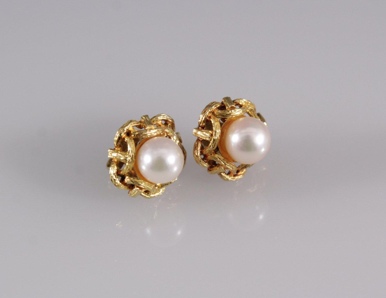 Paar Ohrstecker mit Perlen
