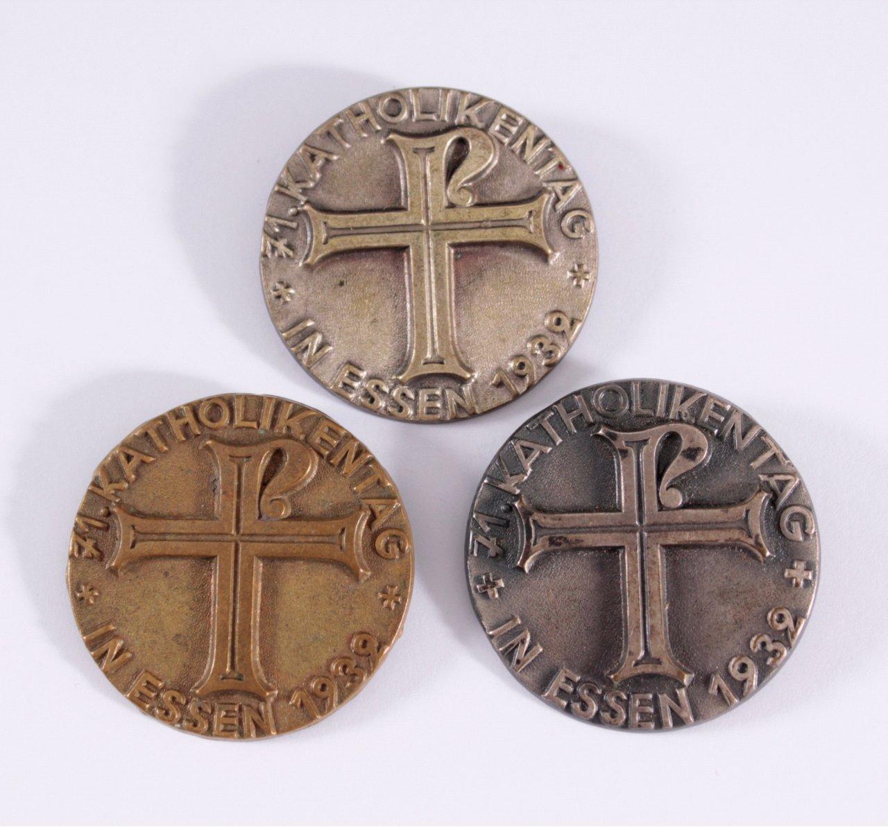 3 Abzeichen 71. Katholikentag 1932 in Essen