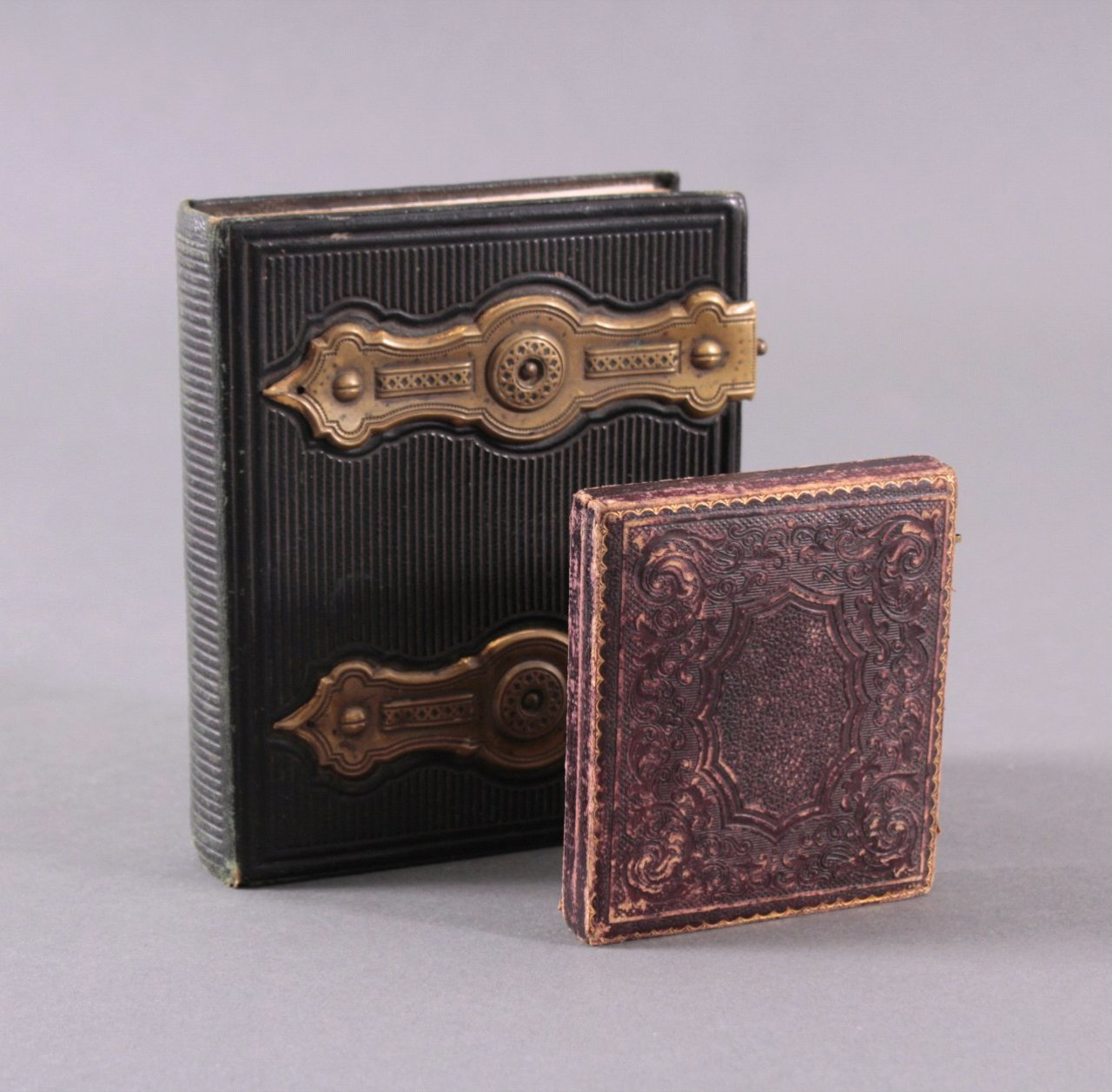 Fotoalbum und Taschen-Fotorahmen um 1900