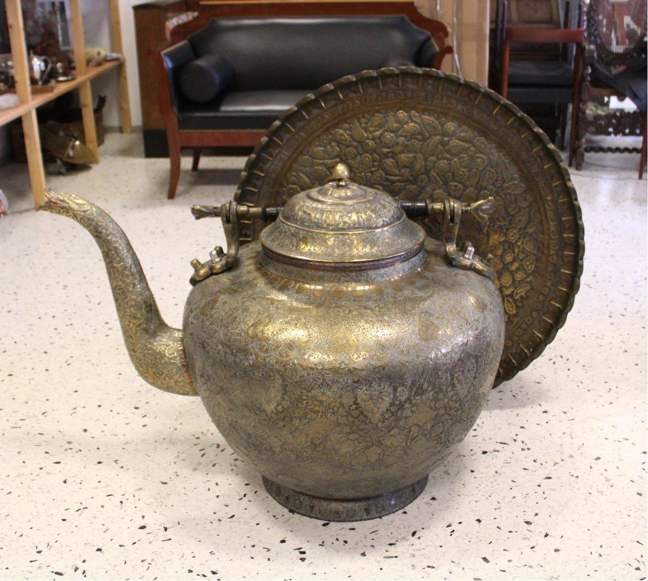Antiker Riesiger Teekessel und Tablett, Persien um 1970