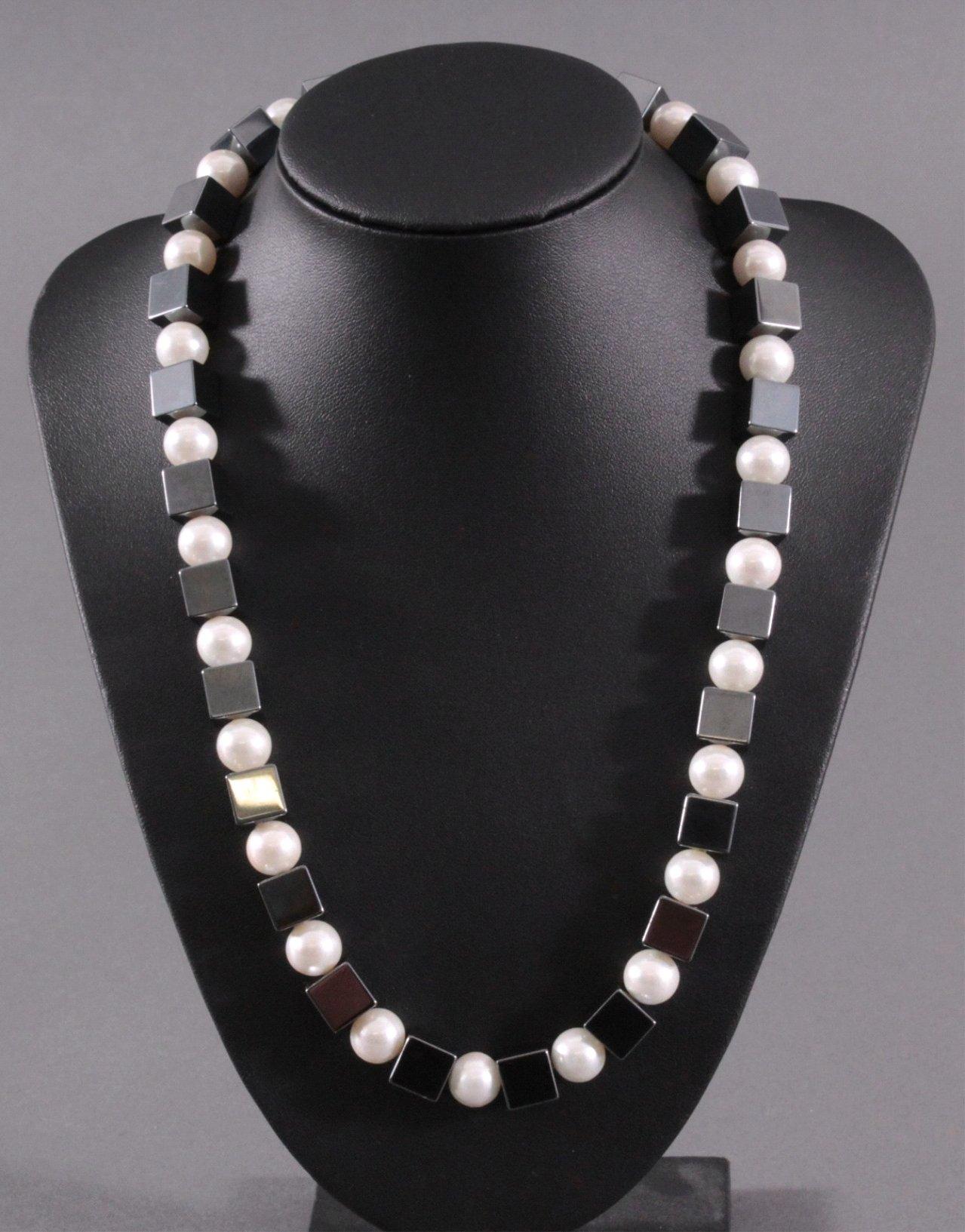 Damen Halskette aus Hämatitwürfeln und Kunstperlen