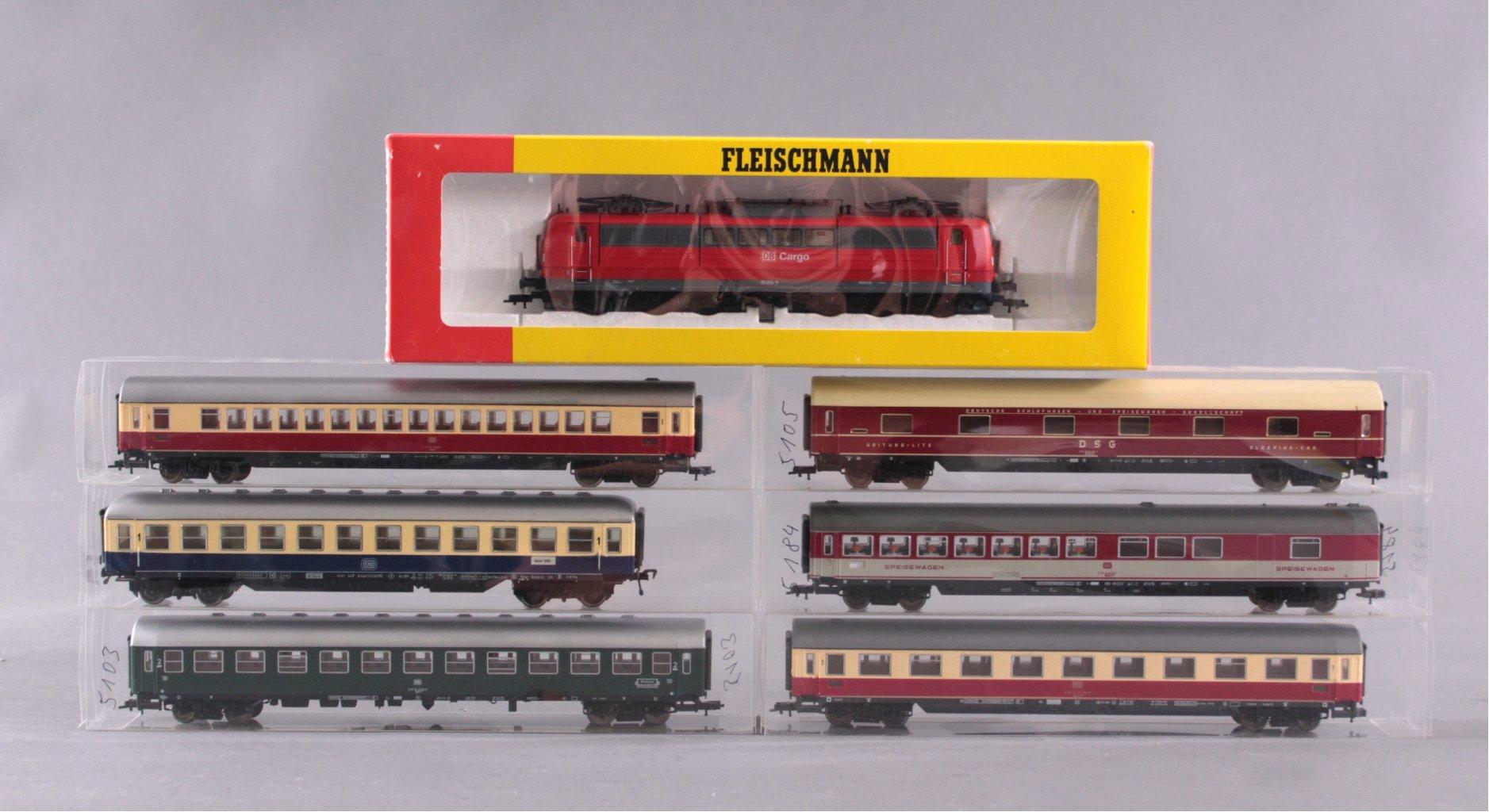 Fleischmann E-Lok 4383 Spur H0 und 6 Personenwaggons