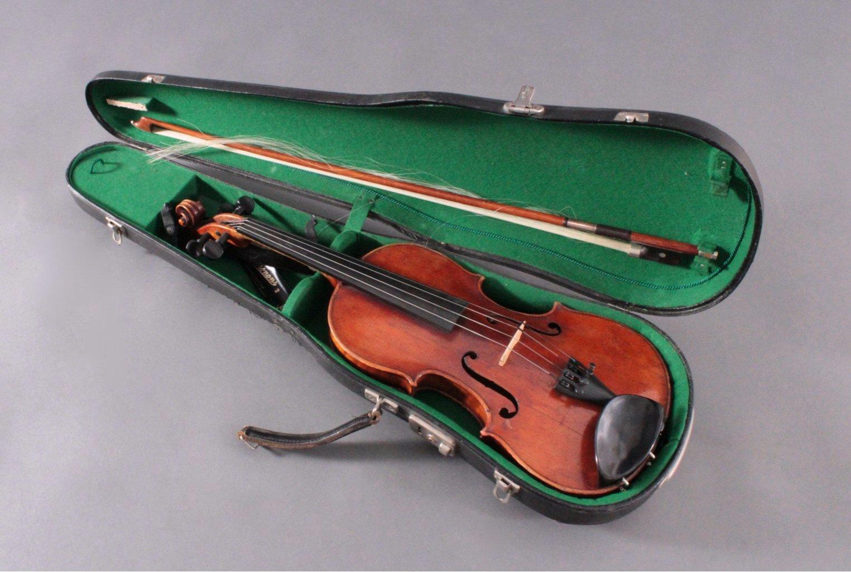 Geige mit Bogen und Geigenkasten um 1900