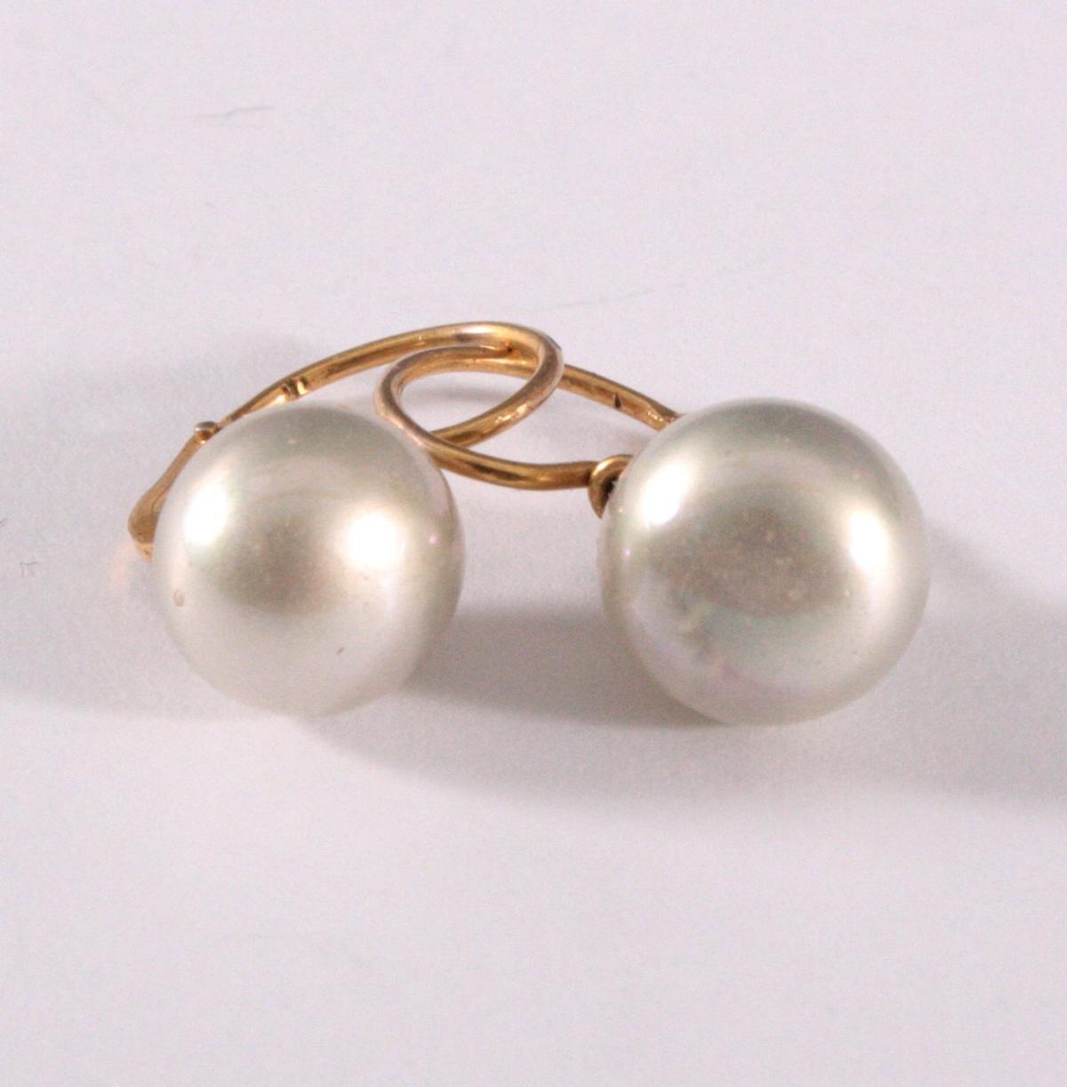 Paar antike Ohrringe mit Perlen