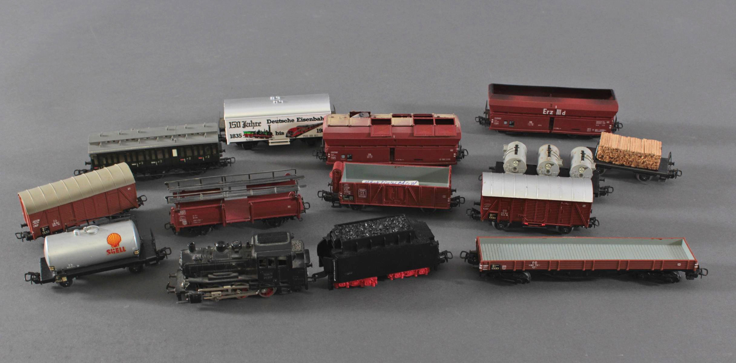 Märklin Dampflok BR 89 08 mit 12 Güterwaggons aus Blech und Kunststoff, Spur H0