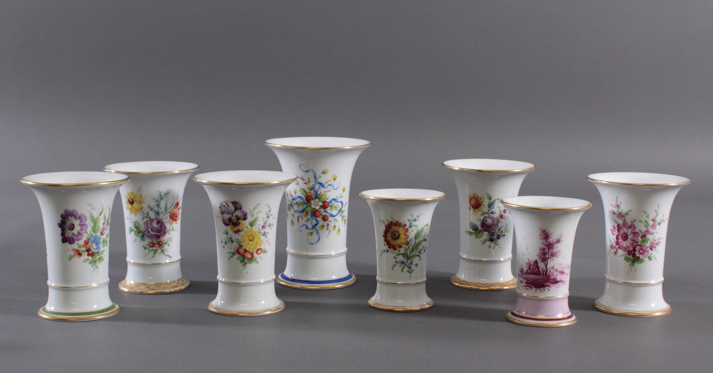 8 Trompetenvase Höchster Porzellanmanufaktur, signiert Kurt Schröder