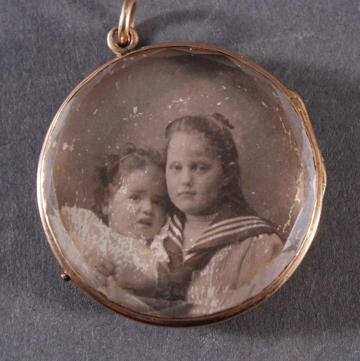 Rundes Medaillon um 1900, 18 kt Gelbgold